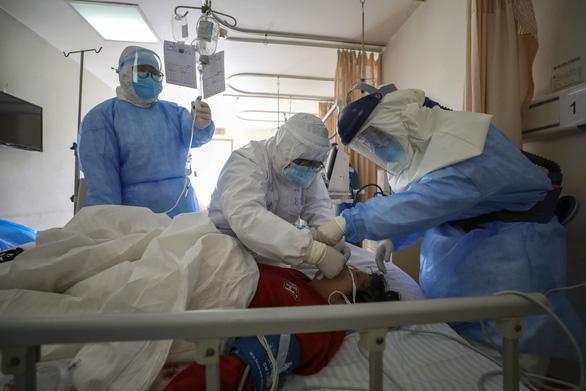 Chuyên gia WHO: Trung Quốc tiếp cận rất hợp lý khi dùng liệu pháp huyết tương - Ảnh 2.