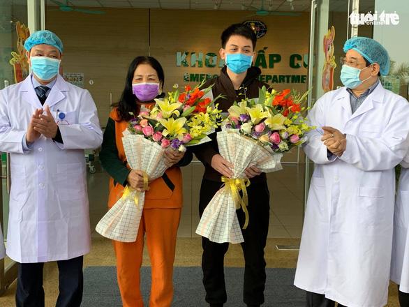 2 bệnh nhân COVID-19 cuối cùng ở Bệnh viện Bệnh nhiệt đới trung ương ra viện - Ảnh 1.