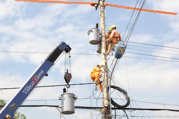 Ưu tiên cấp điện tưới tiêu, chống hạn mặn cho các tỉnh miền Tây - Ảnh 1.