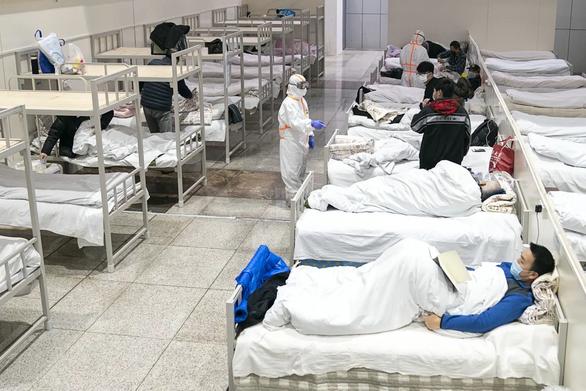 19.000 giường bệnh ở Vũ Hán gánh 37.000 bệnh nhân corona - Ảnh 1.