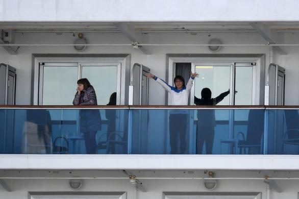 Chuyên gia chỉ trích việc cách ly tàu Diamond Princess, Chính phủ Nhật nói gì? - Ảnh 3.