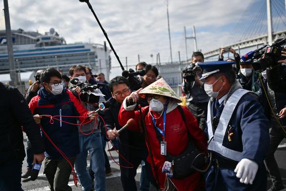 Chuyên gia chỉ trích việc cách ly tàu Diamond Princess, Chính phủ Nhật nói gì? - Ảnh 2.