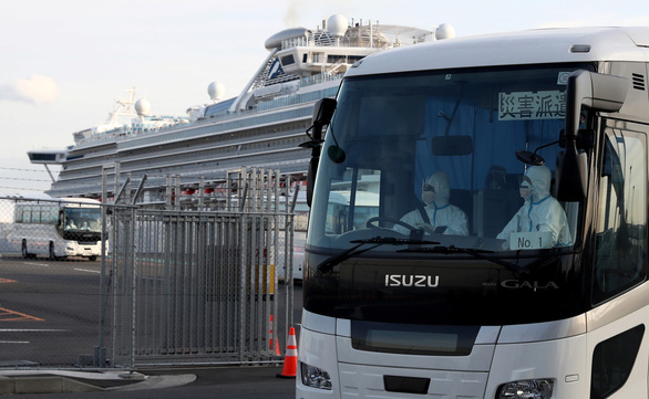 Chuyên gia chỉ trích việc cách ly tàu Diamond Princess, Chính phủ Nhật nói gì? - Ảnh 1.
