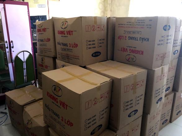 Phát hiện người từ các tỉnh phía Bắc vào TP.HCM gom, nâng giá khẩu trang - Ảnh 1.
