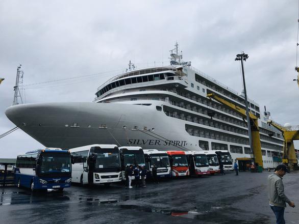 Tàu du lịch mang 200 khách châu Âu đến Đà Nẵng - Ảnh 1.