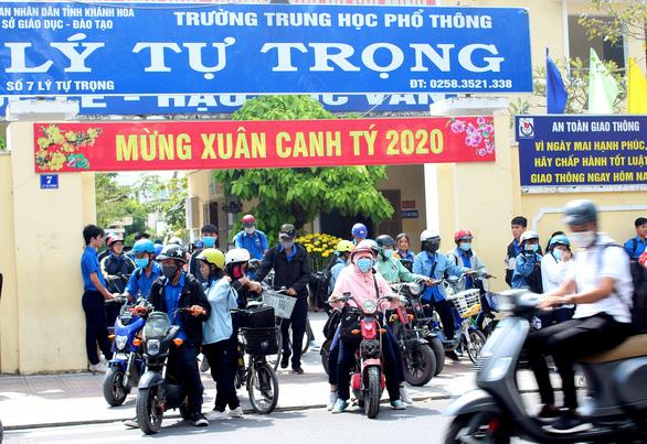 Khánh Hòa cho học sinh nghỉ học để phòng corona, chờ thông báo mới - Ảnh 2.