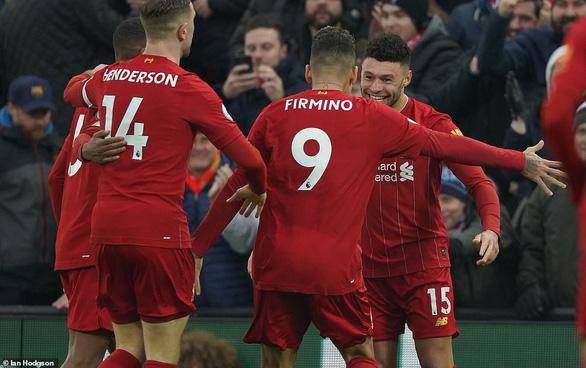 Đè bẹp Southampton, Liverpool bỏ xa Man City 22 điểm - Ảnh 1.