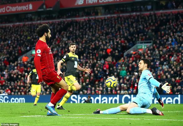 Đè bẹp Southampton, Liverpool bỏ xa Man City 22 điểm - Ảnh 3.