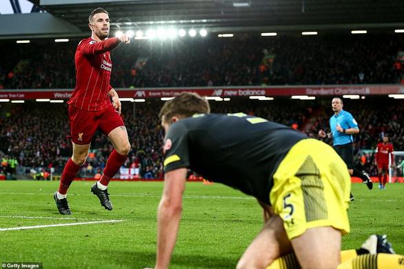 Đè bẹp Southampton, Liverpool bỏ xa Man City 22 điểm - Ảnh 2.