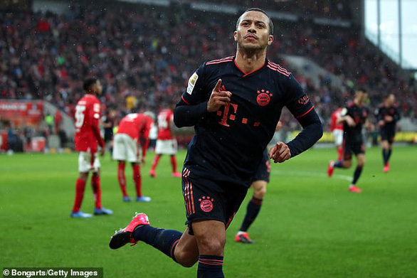 Lewandowski ghi bàn thứ 22, Bayern Munich trở lại ngôi đầu bảng - Ảnh 3.