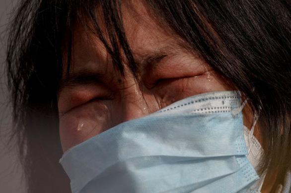 Mẹ nức nở xin qua cầu bị đóng vì virus corona để cứu con ung thư - Ảnh 3.