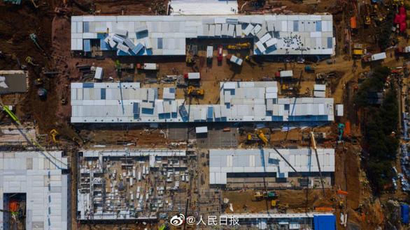 Trung Quốc xây xong bệnh viện dã chiến 1.000 giường ở Vũ Hán sau 10 ngày - Ảnh 2.