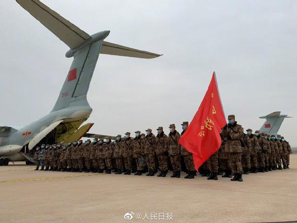 Trung Quốc xây xong bệnh viện dã chiến 1.000 giường ở Vũ Hán sau 10 ngày - Ảnh 4.