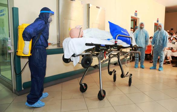 Bệnh viện Trung ương Huế sẵn sàng biến thành khu cách ly điều trị virus corona - Ảnh 5.