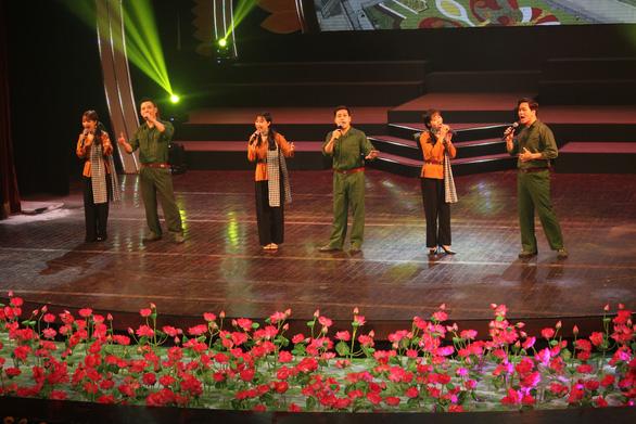 Hoành tráng và trẻ trung chương trình nghệ thuật Mùa xuân dâng Đảng - Ảnh 9.