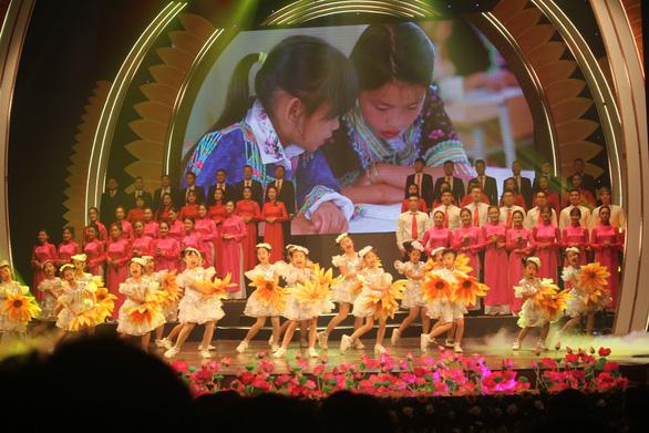 Hoành tráng và trẻ trung chương trình nghệ thuật Mùa xuân dâng Đảng - Ảnh 15.