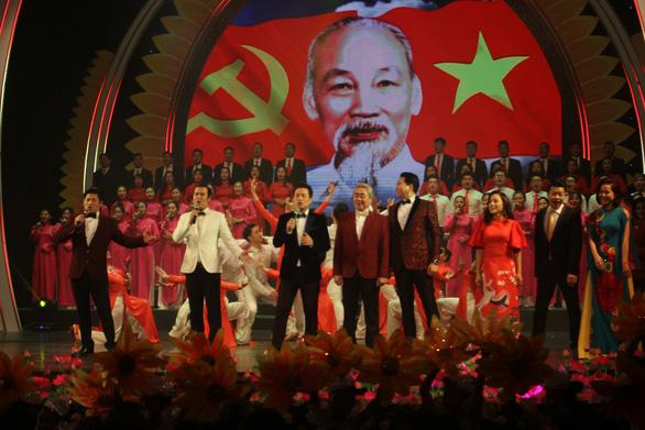 Hoành tráng và trẻ trung chương trình nghệ thuật Mùa xuân dâng Đảng - Ảnh 2.