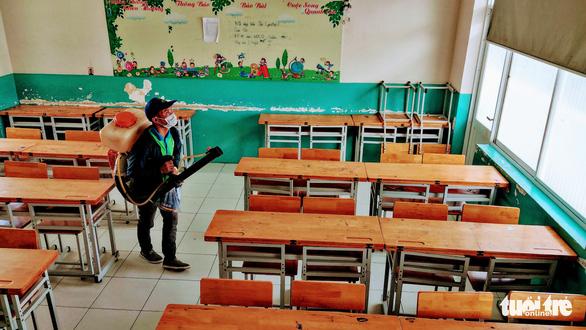 Sở GD-ĐT TP.HCM: Ngày mai 3-2, học sinh vẫn đi học bình thường - Ảnh 1.