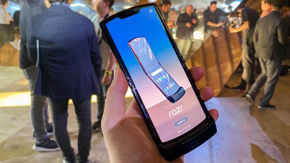 Samsung sắp khuấy động thị trường với smartphone ba màn hình - Ảnh 1.