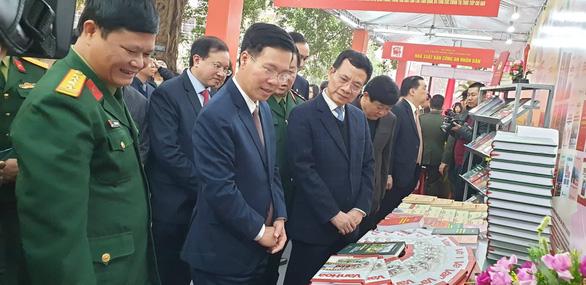 Triển lãm 1 vạn cuốn sách kỷ niệm 90 năm ngày thành lập Đảng - Ảnh 3.