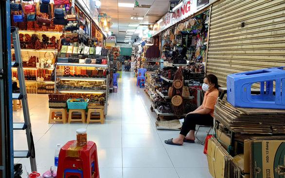 Chợ ế ẩm, hàng ngàn hộ kinh doanh xin giảm thuế vì ảnh hưởng corona - Ảnh 1.