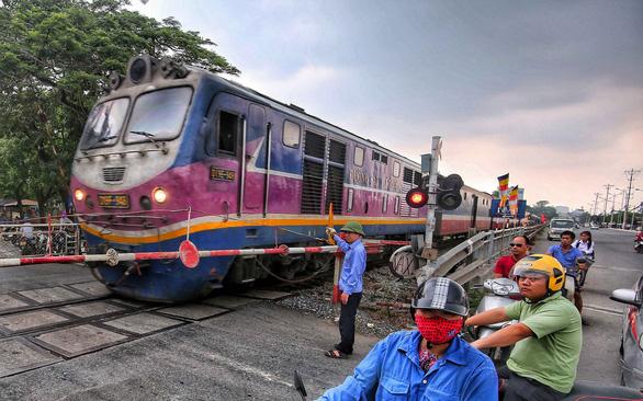 Đường sắt sẽ ngừng chạy do... hết tiền? - Ảnh 1.