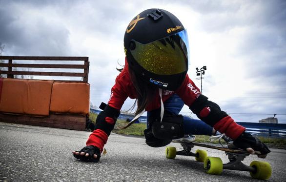 Bé gái 6 tuổi đã là tay trượt tuyết cự phách - Ảnh 3.