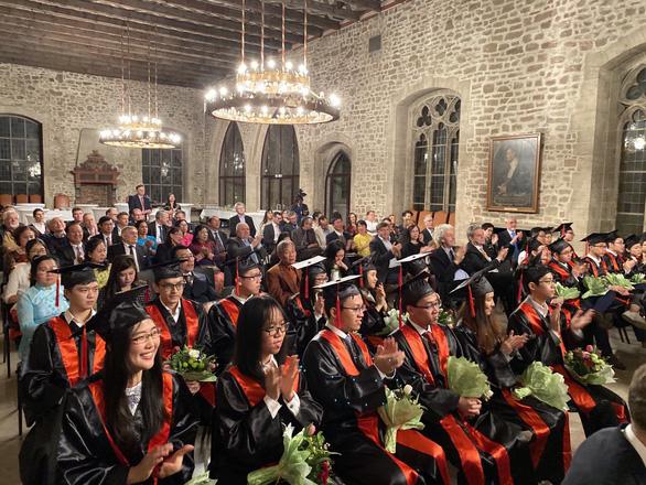 26 tân bác sĩ Việt Nam được tốt nghiệp theo chuẩn châu Âu - Ảnh 1.