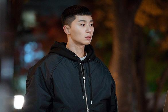 Itaewon Class: Sự quyến rũ của tuổi trẻ kiên định, liều   lĩnh - Ảnh 2.