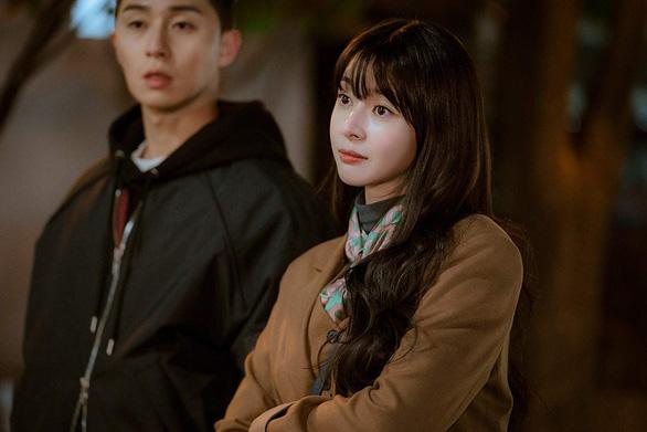 Itaewon Class: Sự quyến rũ của tuổi trẻ kiên định, liều   lĩnh - Ảnh 8.