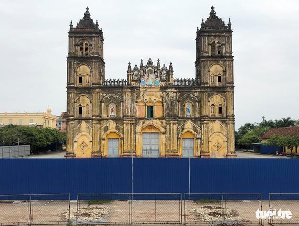 Nhà thờ Bùi Chu lại hoãn hạ giải - Ảnh 1.