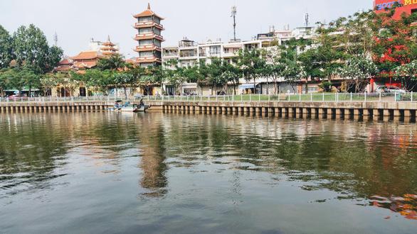 Sẽ nạo vét khoảng 122.000m3 bùn ở tuyến kênh Nhiêu Lộc - Thị Nghè - Ảnh 1.