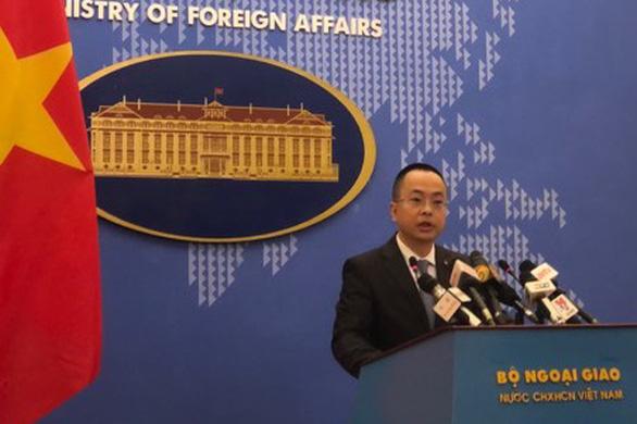 Bộ Ngoại giao: Chống dịch nhưng không đóng cửa thương mại với Trung Quốc - Ảnh 1.