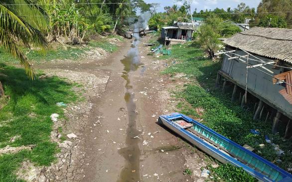 Qua miền khô hạn - Kỳ 1: Những dòng sông khô nứt - Ảnh 3.
