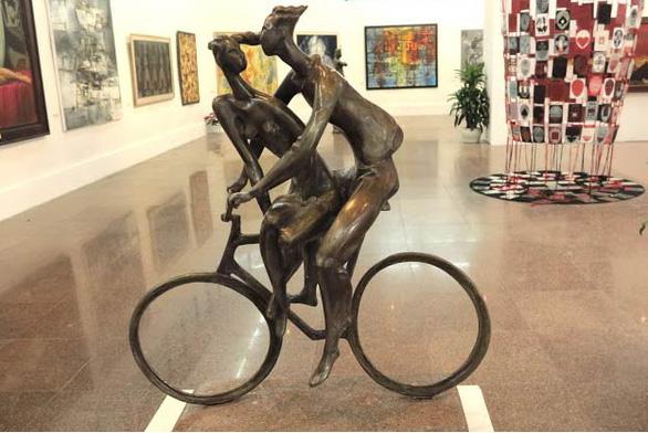 Hà Nội không có địa điểm đủ điều kiện tổ chức triển lãm mỹ thuật toàn quốc - Ảnh 1.