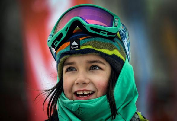 Bé gái 6 tuổi đã là tay trượt tuyết cự phách - Ảnh 1.
