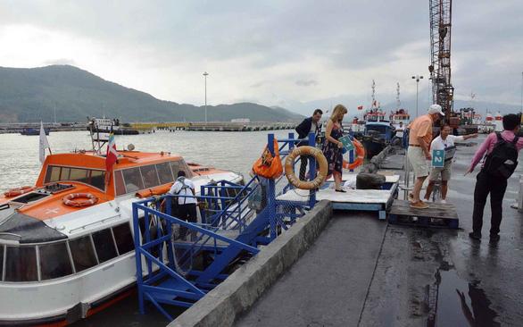 Hai tàu du lịch cập cảng Chân Mây: đón khách thời biến nguy thành cơ - Ảnh 1.