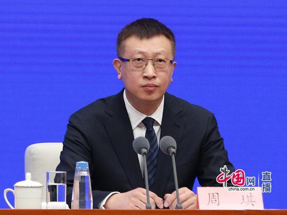 Nhà nghiên cứu công bố tại họp báo Chính phủ Trung Quốc: corona không lây qua da - Ảnh 1.