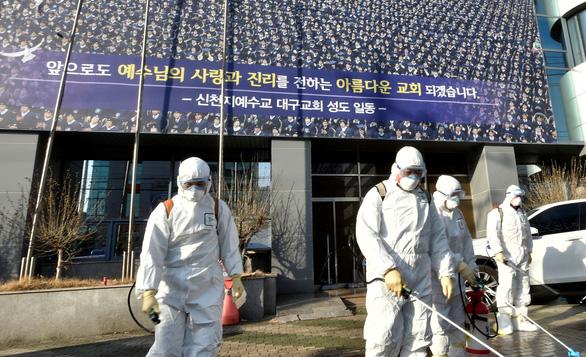 Hàn Quốc muốn dẹp giáo phái nghi gây siêu lây nhiễm COVID-19 - Ảnh 3.