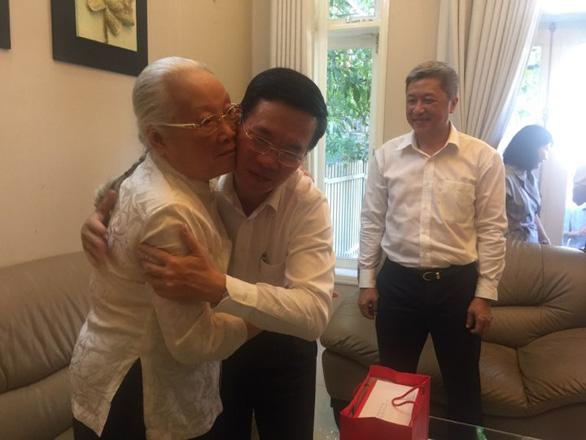 Ông Võ Văn Thưởng thăm thầy thuốc nhân dân Đoàn Thúy Ba - Ảnh 1.