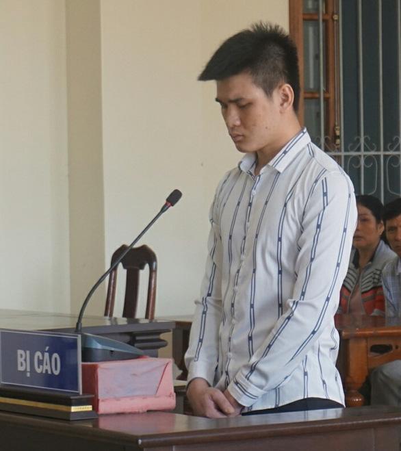 Chém trọng thương người chỉ vì một lời chửi, lãnh 10 năm tù - Ảnh 1.