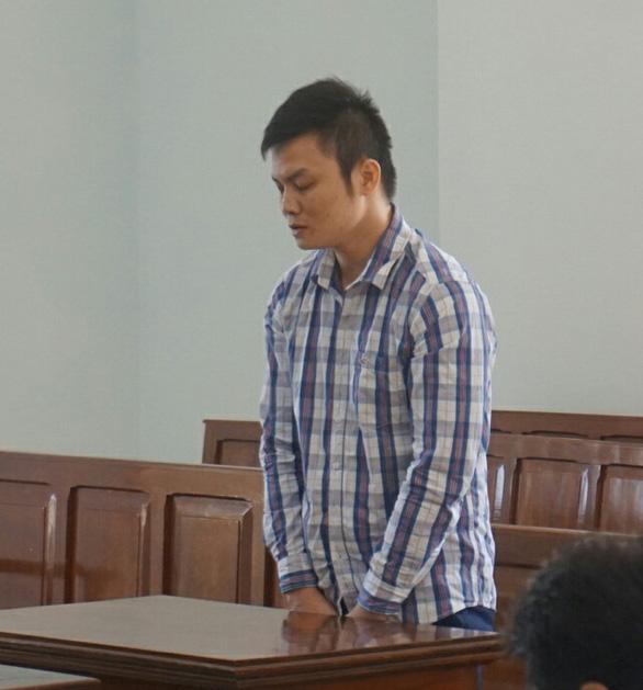 Hiếp dâm con gái 11 tuổi của người yêu đã mất, lãnh 11 năm tù - Ảnh 1.