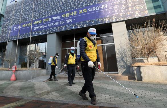 Cả trăm người nhiễm COVID-19 ở Daegu Hàn Quốc: Liên quan một nhà thờ - Ảnh 8.