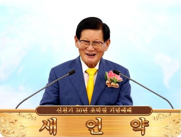 Hàn Quốc muốn dẹp giáo phái nghi gây siêu lây nhiễm COVID-19 - Ảnh 2.