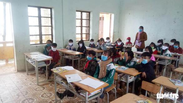 Sở GD-ĐT Nghệ An: phê bình giáo viên đăng ảnh học sinh đeo khẩu trang giấy là sai - Ảnh 2.
