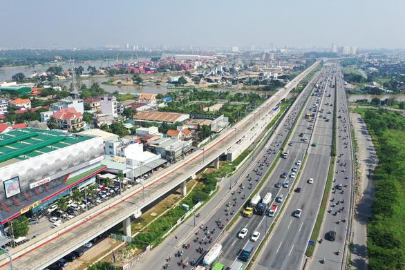 TP.HCM xây 10 cầu vượt bộ hành trên xa lộ Hà Nội nối các ga metro - Ảnh 1.