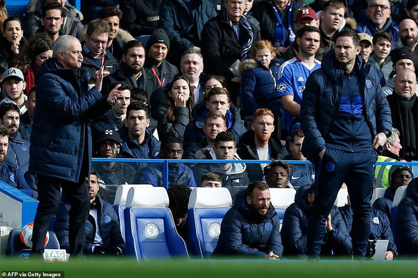 Chelsea - Tottenham 2-1: Mourinho lai bai tran truoc hoc tro Lampard