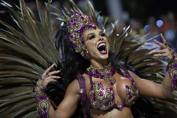Bạn biết gì về cuộc sống của nữ hoàng vũ hội carnaval? - Ảnh 1.