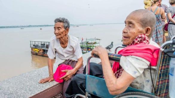 Cuộc đoàn tụ nghẹn ngào sau 47 năm thất lạc của 3 chị em trên dưới 100 tuổi - Ảnh 5.