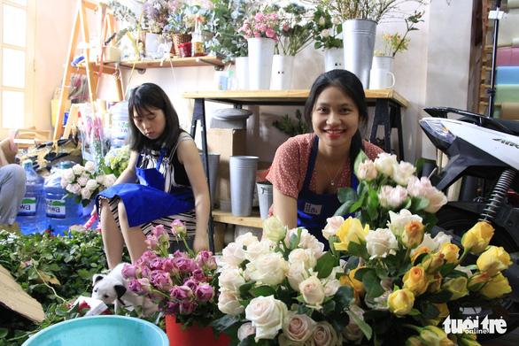 Giải cứu hơn 10.000 hoa hồng Đà Lạt trong hai ngày - Ảnh 3.